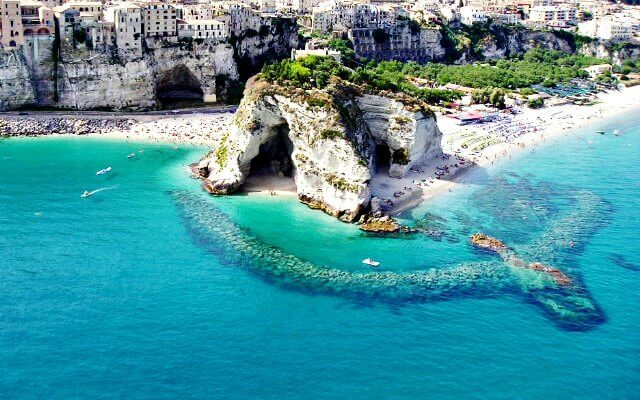 Browse villas and apartments in Calabria