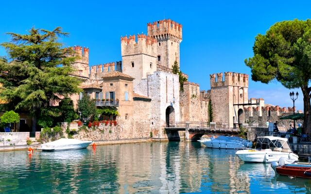 Browse villas and apartments in Lake Garda