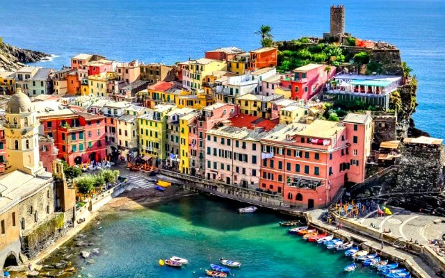 Browse villas and apartments in Liguria