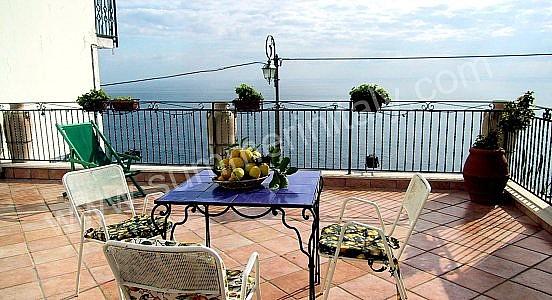 Casa marina appartamento ammobiliato in praiano costiera for Piccoli piani di casa sulla spiaggia su palafitte