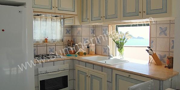 cucina con lavabo sotto la finestra  pasionwe, Disegni interni