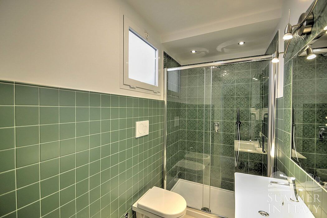 Villa giancarlo self catering accommodation in positano for Fully enclosed shower
