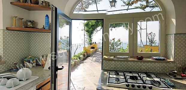 Villa eunice villa in affitto in positano costiera - Cucina sul terrazzo ...