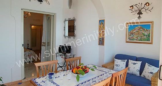 Villa debra b self catering apartment in positano amalfi for Divani per casa al mare