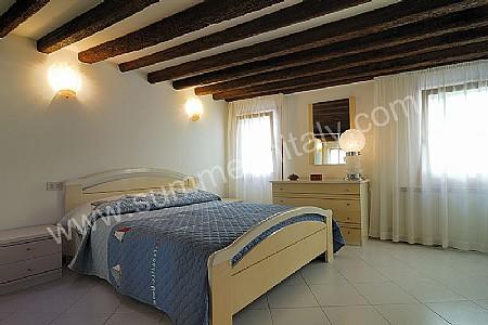 Camera da letto con soffitto basso illuminazione camera da letto