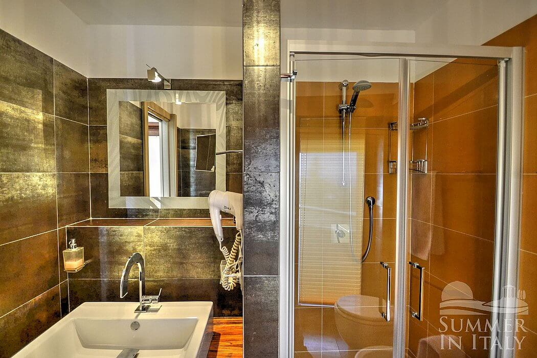 Fully Enclosed Shower. Amazing Shower Enclosed Over Bath Shower ...
