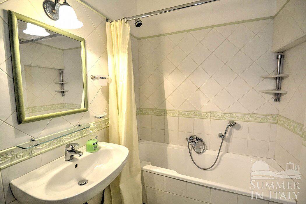 Villa marica casa vacanza in positano costiera - Camera da letto con bagno ...