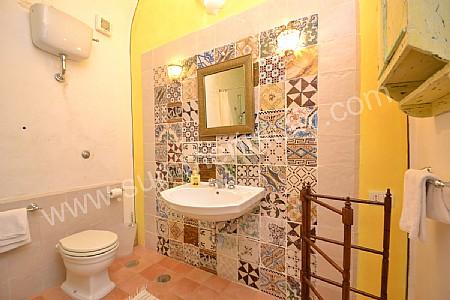 Casa odalisca appartamento ammobiliato in positano - Bagno con maioliche ...