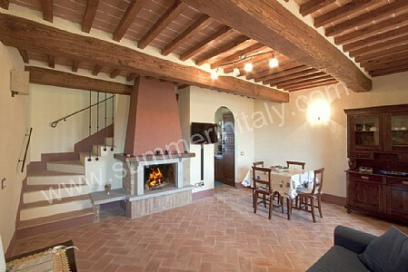 Casa grifone c self catering apartment in camucia di for Piani rustici di casa di campagna francese