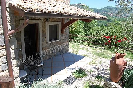 Casa favonia a appartamento ammobiliato in arpino roma e for Prezzi delle case di campagna