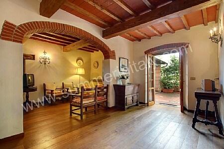 Villa belletto self catering villa in reggello tuscany for Villa arredamenti