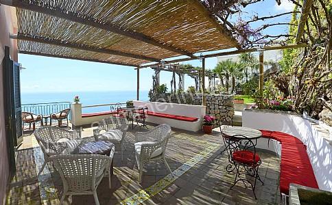 Villa doremi villa in affitto in praiano costiera - Divano in muratura ...