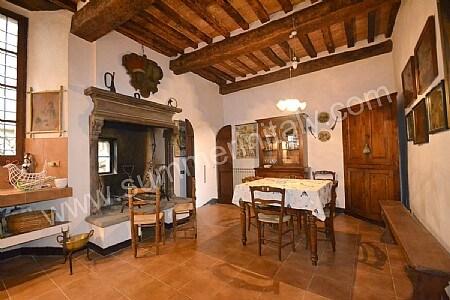 appartamento della dama: house in gubbio, umbria, italy - Tavolo Da Cucina In Legno Antico