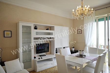 soggiorno piccolo con tavolo da pranzo ~ idee per il design della casa - Arredare Soggiorno Quadrato Piccolo