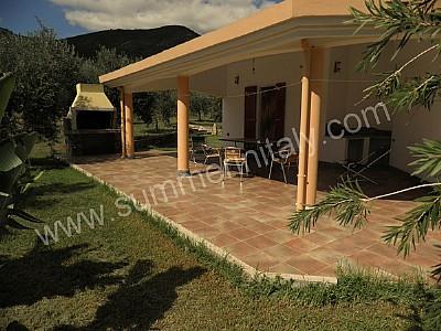 Villa sinedina a appartamento ammobiliato in tertenia for Creatore del piano terra del negozio