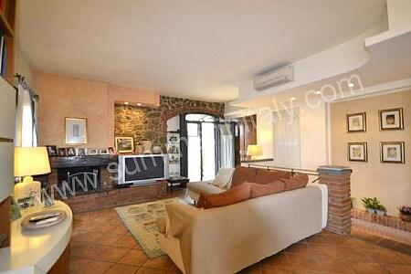 Villa pagliara villa in affitto in vinci toscana italy for Arredamento moderno su pavimento in cotto