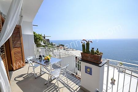 Villa gisella b appartamento ammobiliato in praiano for Sdraio terrazzo
