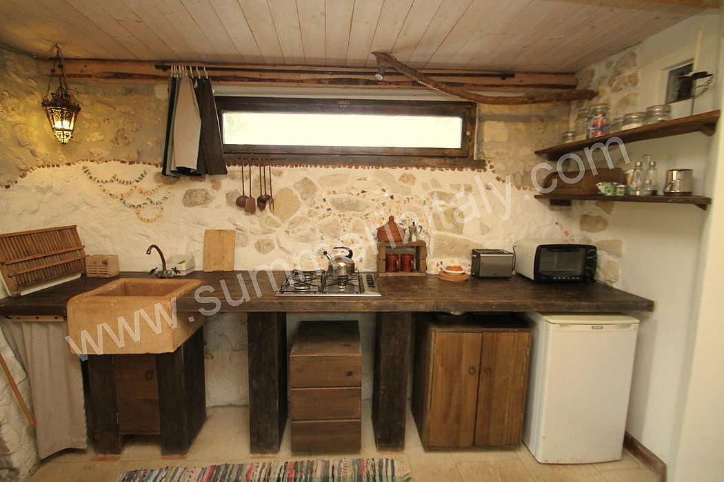 Casa nicole b self catering apartment in lizzanello for Case di campagna arredamento