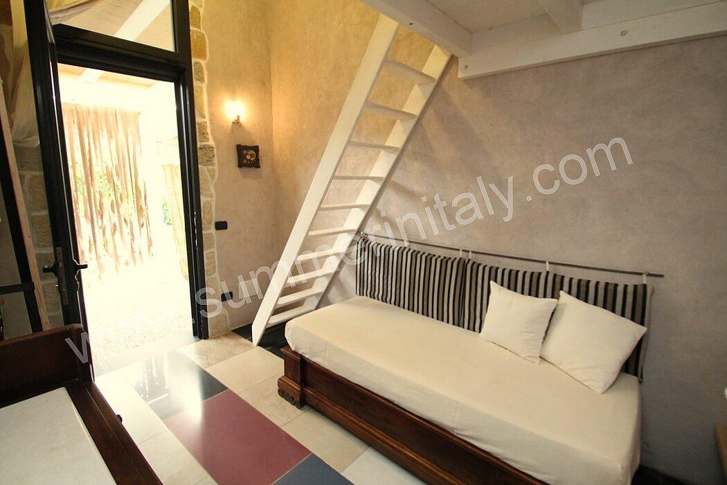 Casa nicole c appartamento ammobiliato in lizzanello - Camera da letto con bagno ...