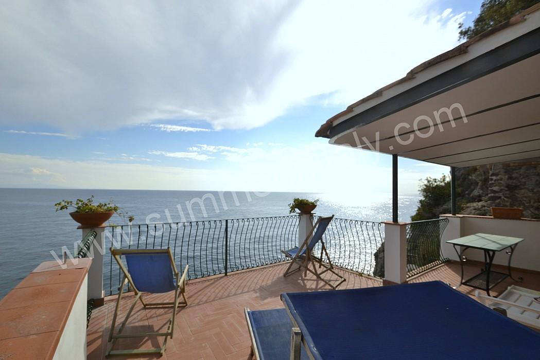 Villa calandria villa in affitto in minori costiera for Sdraio terrazzo