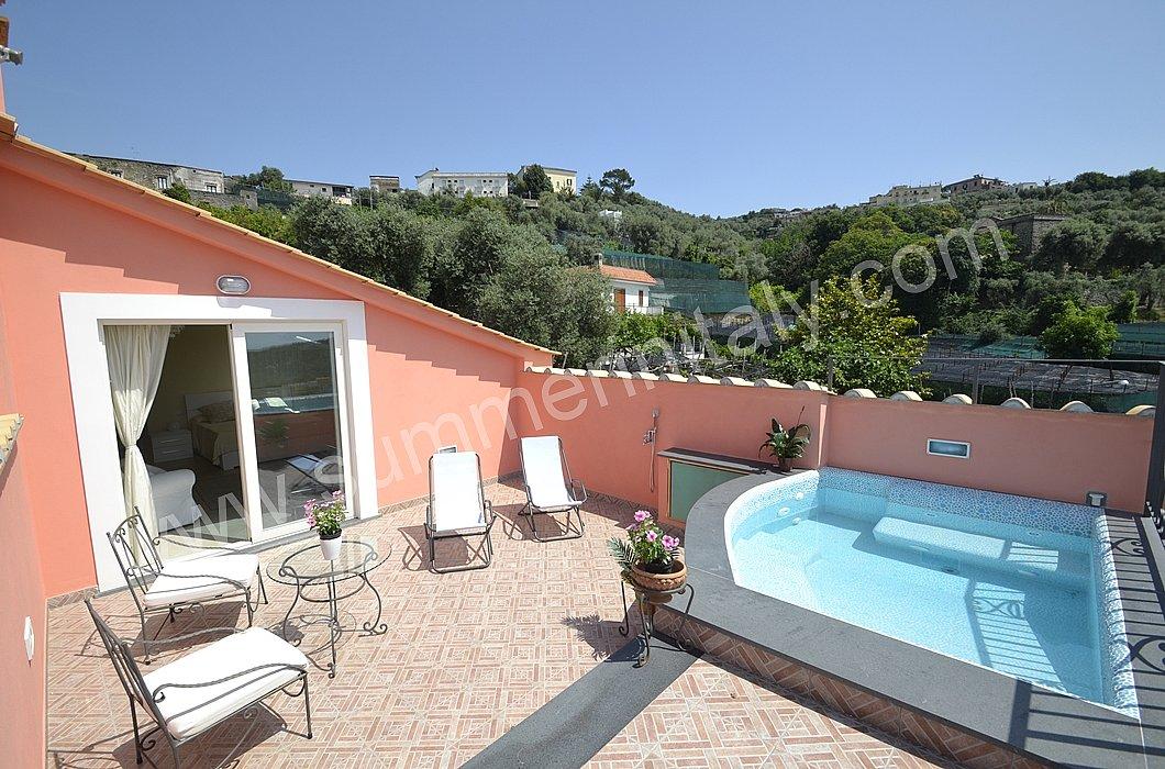 Terrazzo Con Piscina: Terrazzo con piscina jacuzzi. Piscina da ...