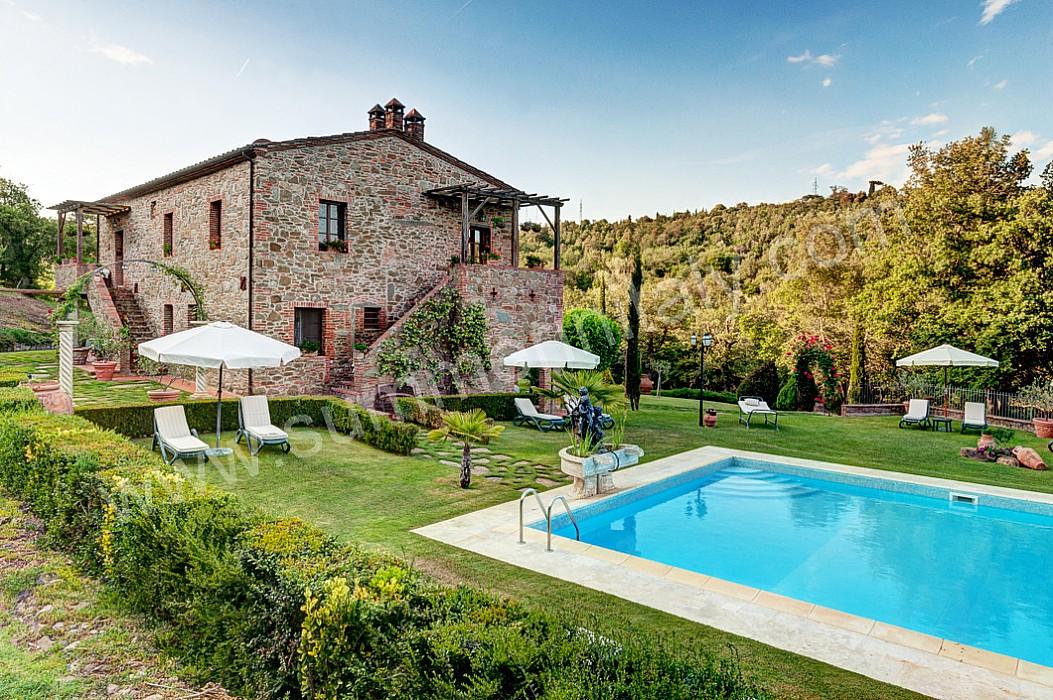 Piccole piscine da giardino sfioro crystal piscine for Planimetrie di casa molto piccole