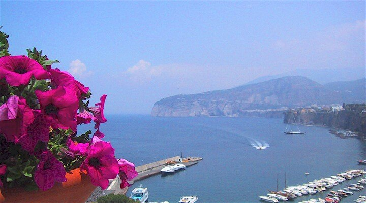 Browse villas and apartments in Sorrento Coast
