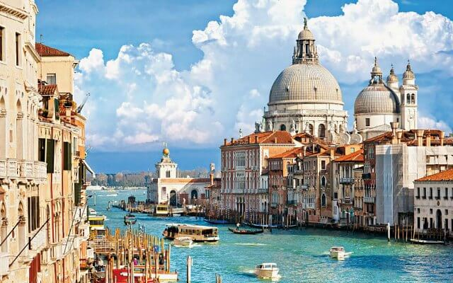 Browse villas and apartments in Venice